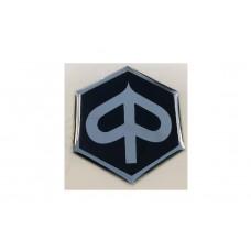 Embleem/Logo  Piaggio 6 kant zwart/zwart 3D 31 mm